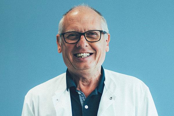 Dr Claude Umé